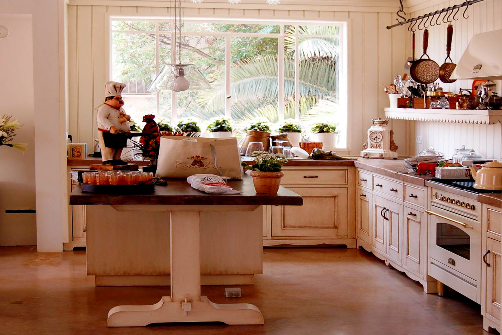 kitchens madera miriam s kitchen this kitchen was designed to bring provence into the house the kitchen was painted in cream with patina with additions of various design
